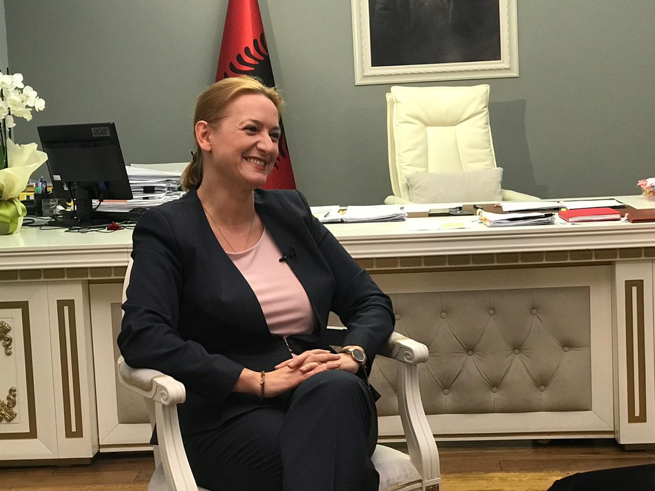 E quajti 'Madam Falimenti', Anila Denaj i përgjigjet Sali Berishës - TiranaNews