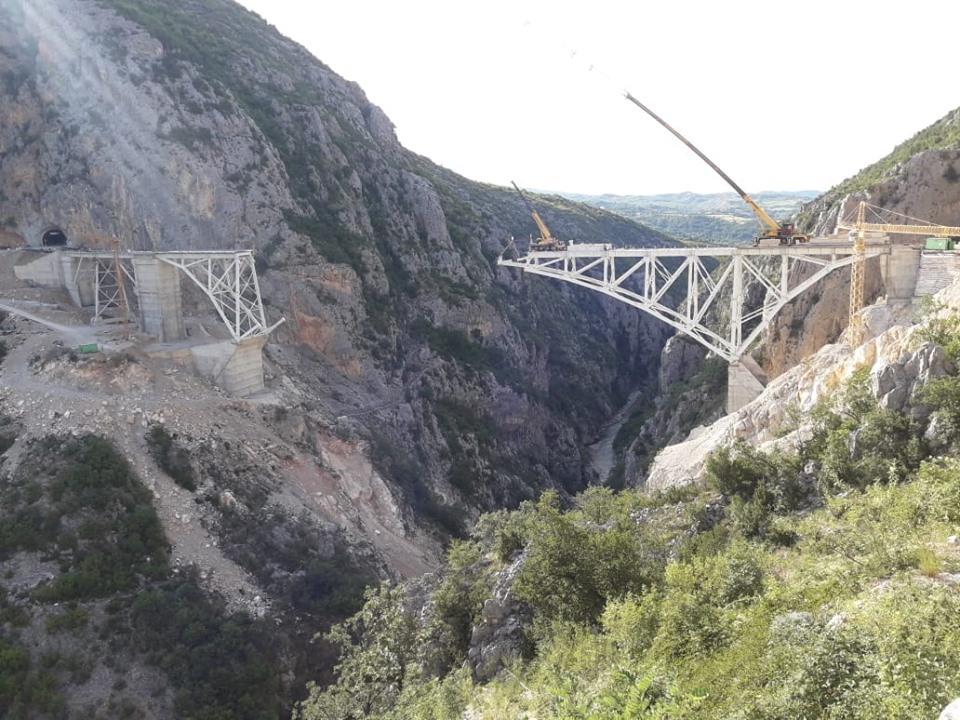 Ura e Vashës, super vepra që po ndërtohet në Rrugën e Arbërit ...