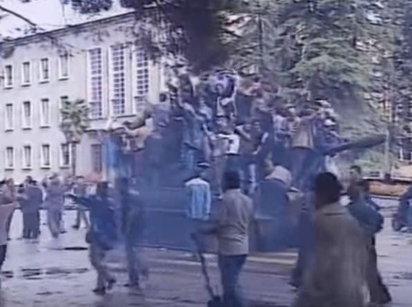 14 shtatori i '98 në foto, 21 vite nga sulmi i Kryeministrisë dhe RTSH-së -  TiranaNews